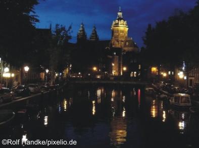 Amsterdam, Blick zur St. Nikolaskirche